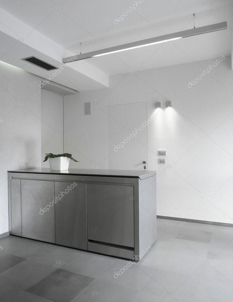 Moderne Stahl-Küche im Keller — Stockfoto © aaphotograph #11476290