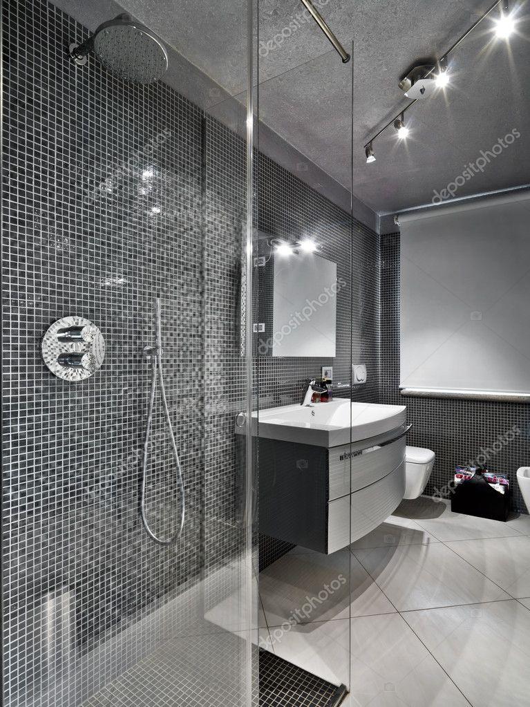 Bagno moderno con cabina doccia vetro — Foto Stock ...