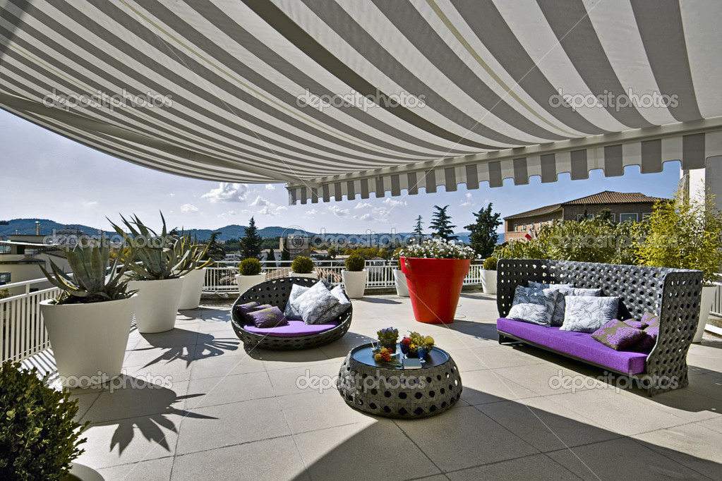 Arredamento moderno di lusso per un terrazzo foto di aaphotograph