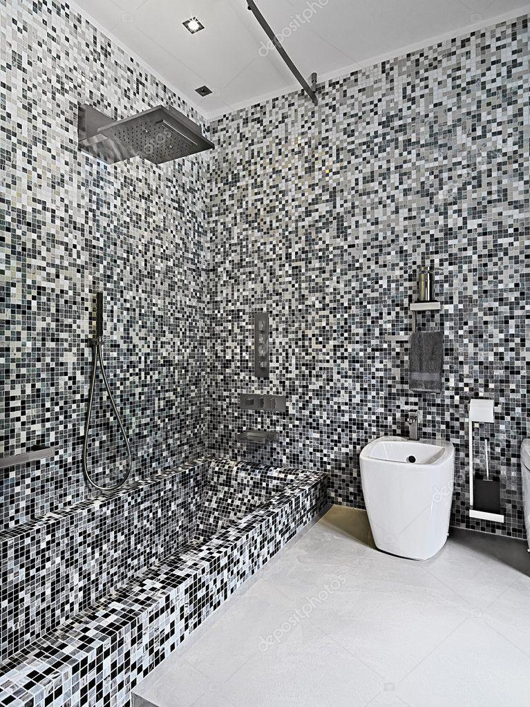 bagno moderno spirito bianco e vasca da bagno sanitari — Foto Stock ...