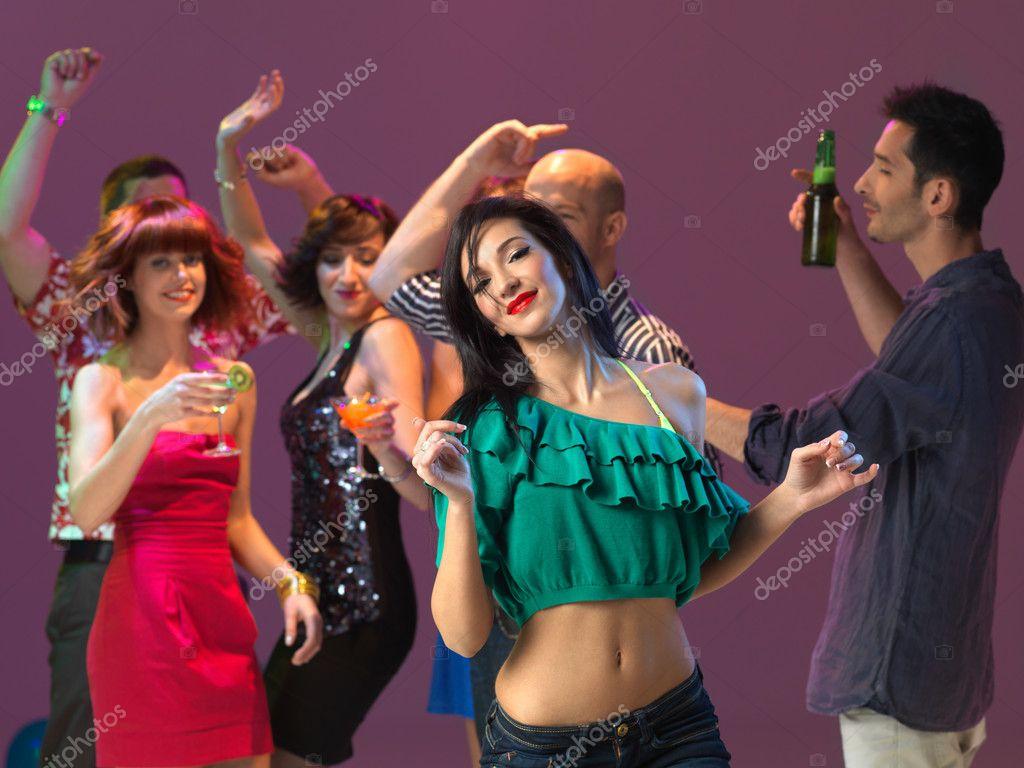 Frau tanzt sexy
