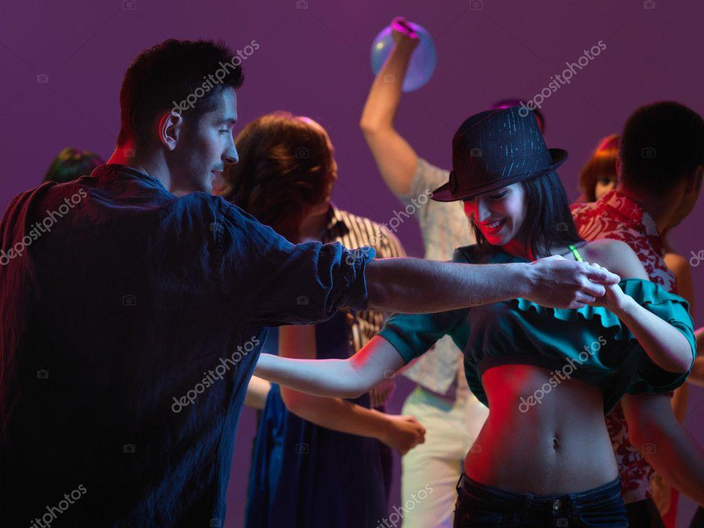 Кончили пара в клубе фото гламурных сучек минет