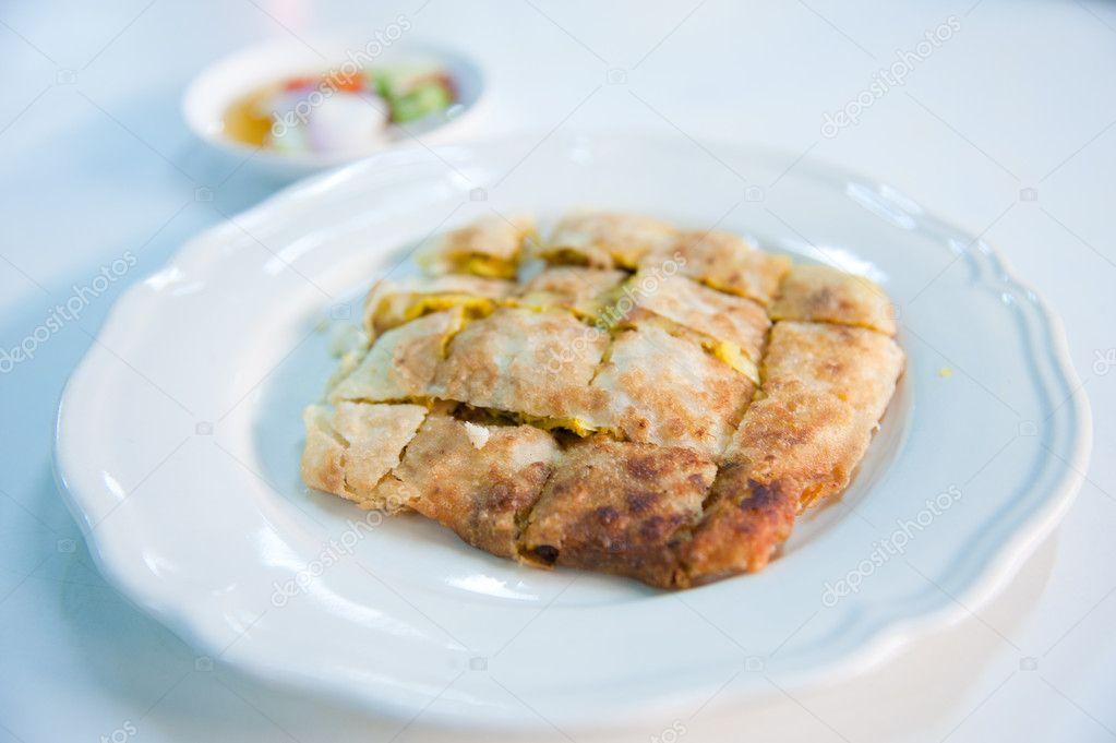 Krabbe Mataba. Art der Muslim und indische Nahrung hergestellt aus ...