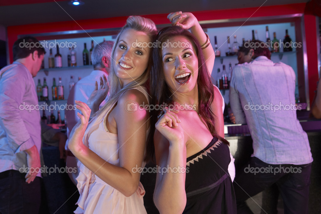 Девушки без снять две подружки на ночь в нн сосут большие члены