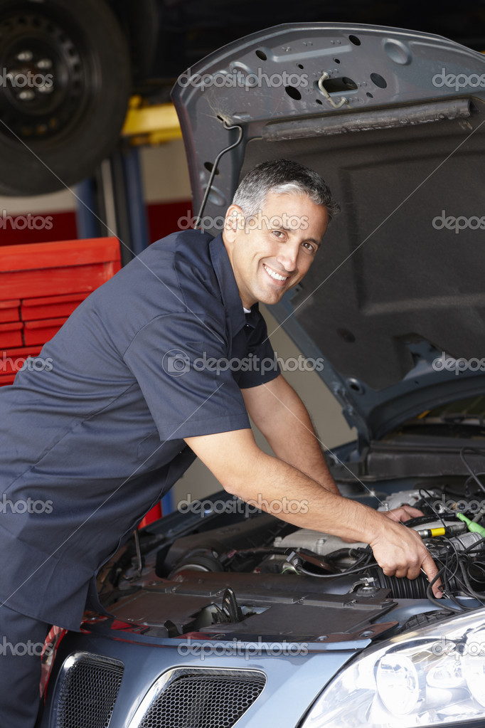 https://static9.depositphotos.com/1037987/1188/i/950/depositphotos_11884316-stock-photo-mechanic-at-work.jpg