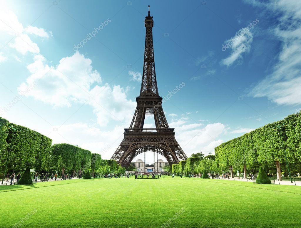 The Eiffel Tower 在法国巴黎的埃菲尔铁塔 图库照片 169 Iakov#12161491