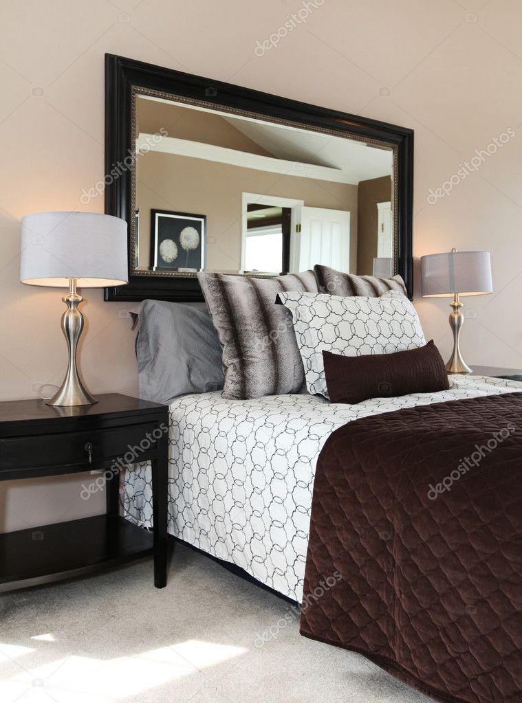 brune et blanche chambre gros plan — Photographie iriana88w © #10919426