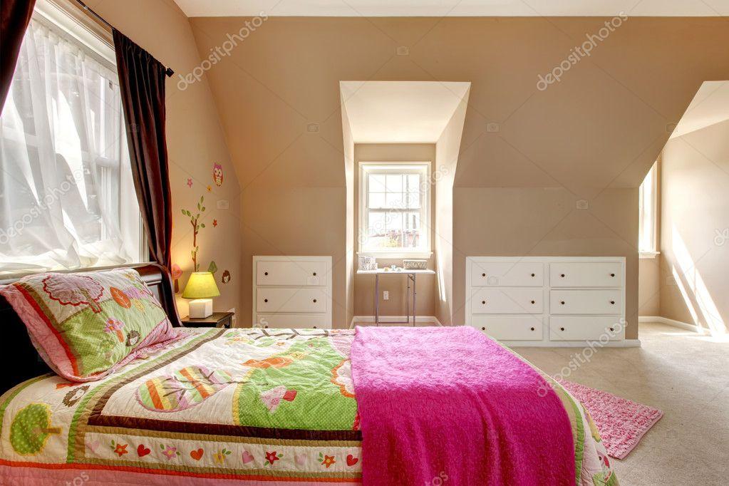 Stanza Da Letto Ragazza : Interno di camera da letto ragazza grande bambino marrone u foto