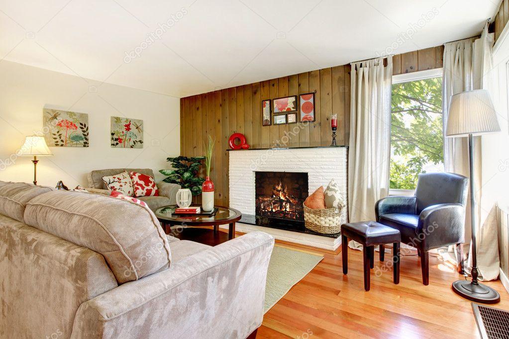 Wohnzimmer Wand Holz ~ Künstlerische schönes wohnzimmer mit kamin und holz wand u2014 stockfoto