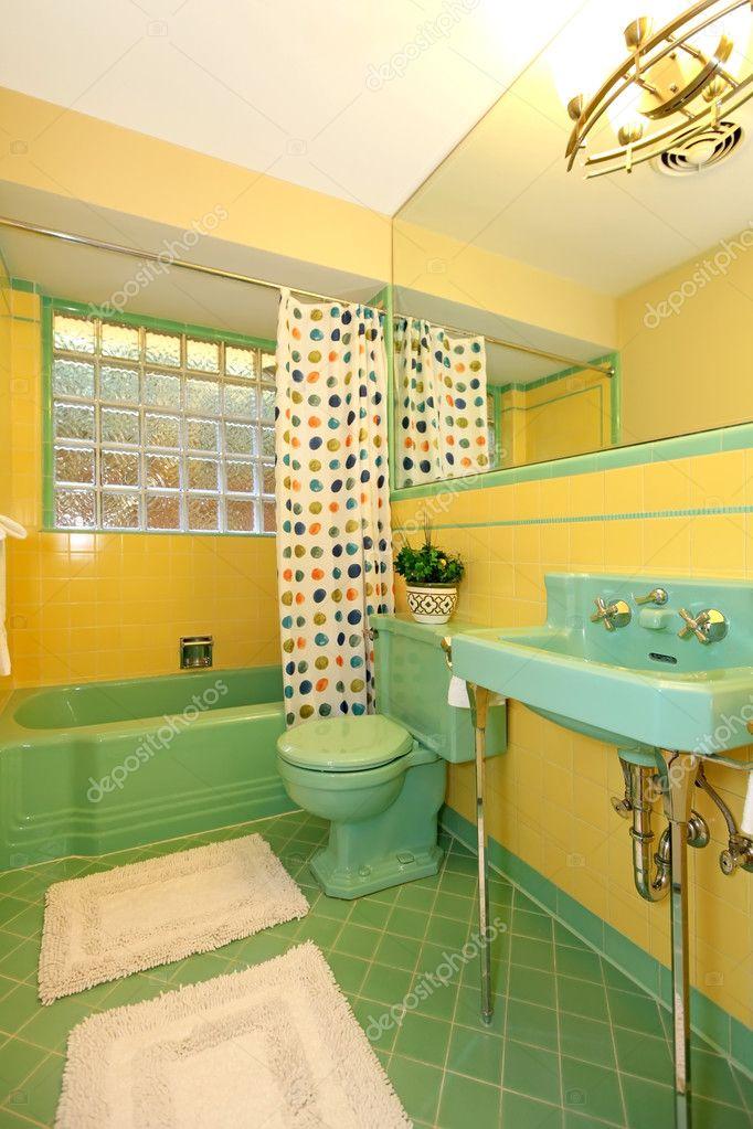 conception antique ancienne salle de bain verte et jaune de la chaux ...