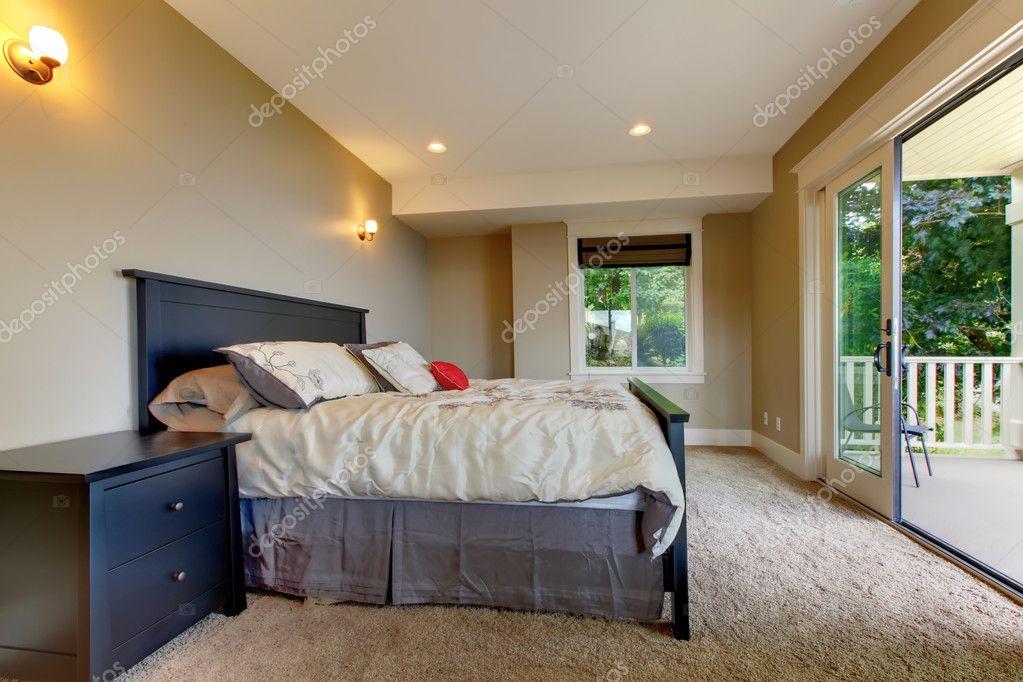 Tapijt Voor Balkon : Slaapkamers met tapijt en groot balkon deur u2014 stockfoto © iriana88w
