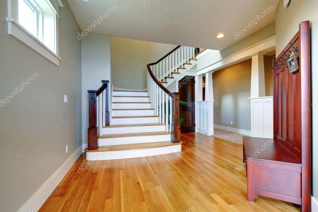 Luxus Zuhause Schöne Flur Mit Großem Treppenhaus Und Holzfußboden U2014  Stockfoto #12074750
