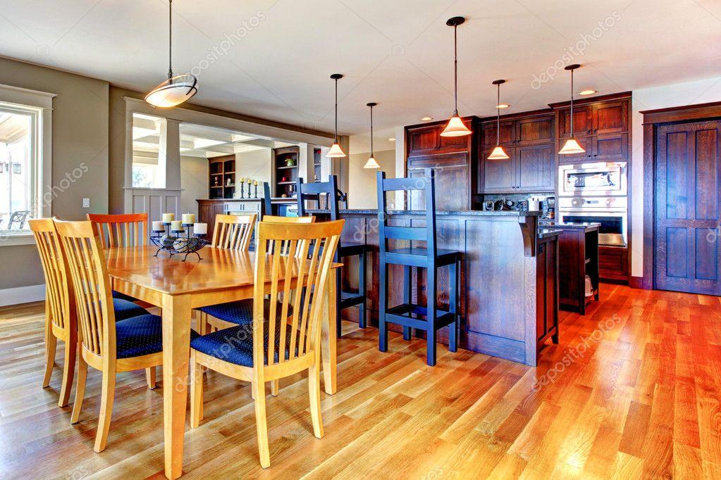 Cuisine de maison de luxe et de la salle à manger avec plan ...