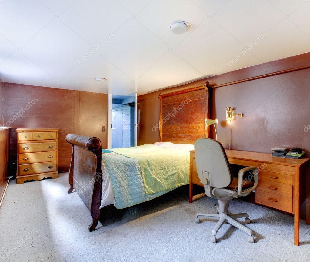 https://static9.depositphotos.com/1041088/1241/i/950/depositphotos_12413583-stockafbeelding-bruin-slaapkamer-met-grijze-tapijt.jpg
