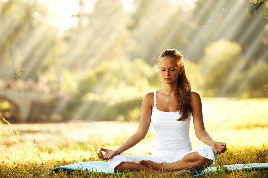 МЕДИТАЦИЯ «КОРРЕКЦИЯ ВРЕМЕННОЙ ЛИНИИ» 11 НОЯБРЯ В 10:11 UTC Depositphotos_10888480-stock-photo-lotus-yoga