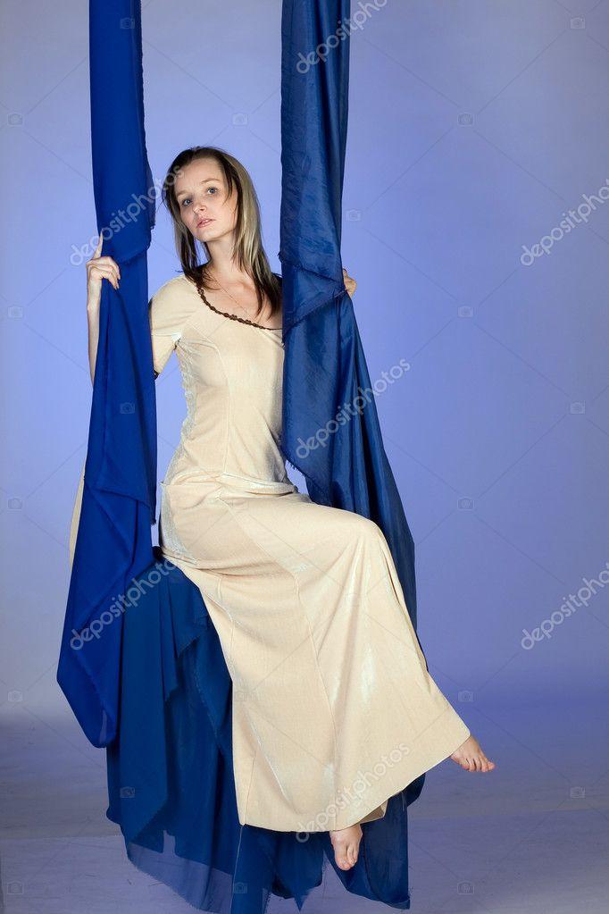 Картинки девочка в длинном платье