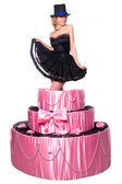 Lány, egy meglepetés ajándékot, ugrik ki a játék torta