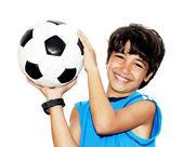 roztomilý chlapec hraje fotbal