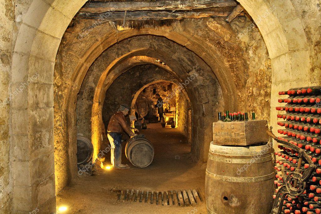 Onder De Kelders : Vullen van de kelder grotten onder de stad aranda de duero spa