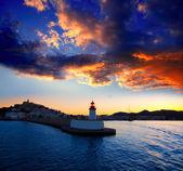 Eibissa Ibiza város napnyugta a piros világítótorony