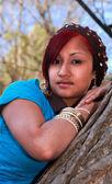 Photo Beautiful Hispanic woman in a park