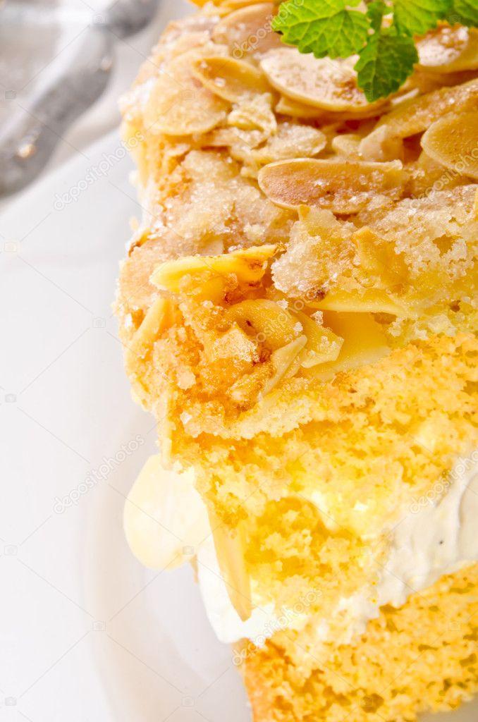 Flache Kuchen Mit Mandeln Und Zucker Beschichtung Und Vanillesosse