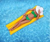 nő pihentető medence