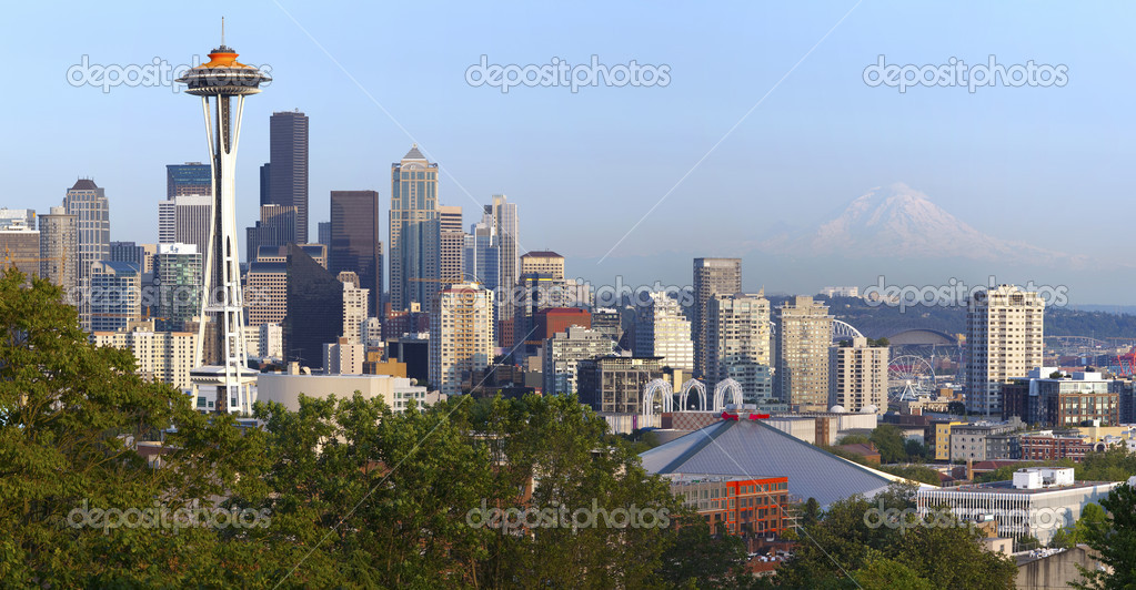Seattle skyline panorama and Mt. Rainier.
