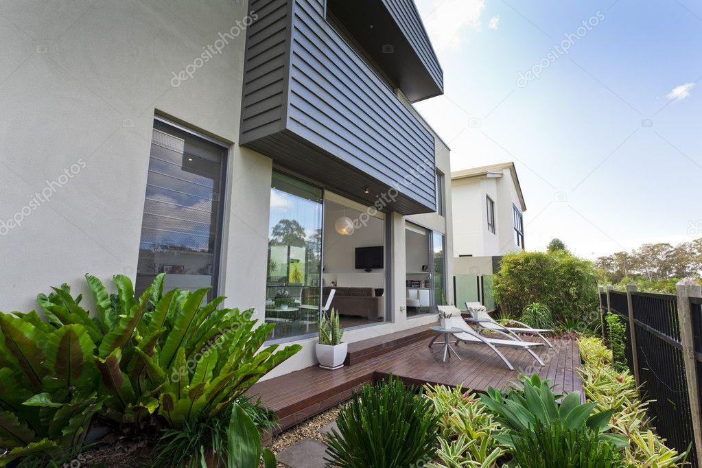 Modern huis gevel u stockfoto epstock