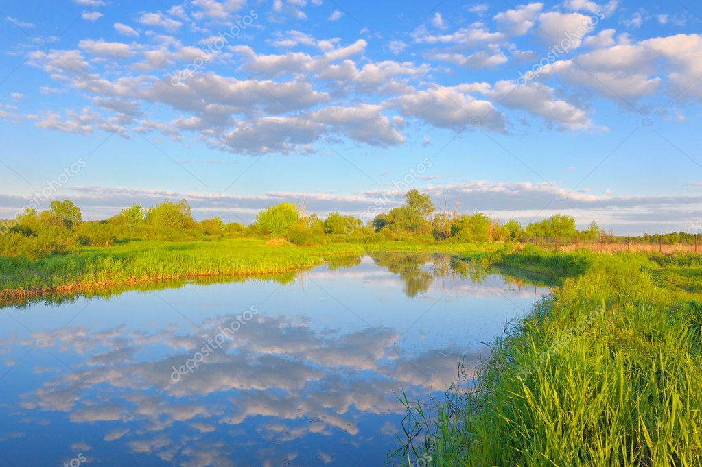 Фотообои Rural landscape with Narew river and Stratocumulus clouds.