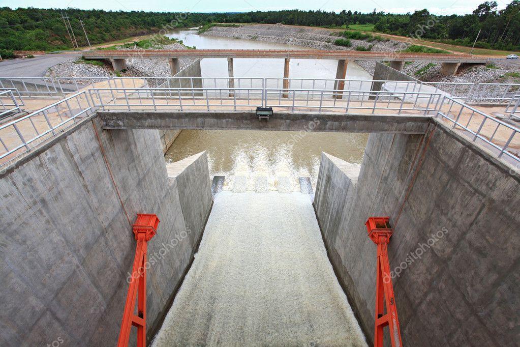 Dam gate