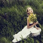 Fotografie portrét smyslné dívky v lese