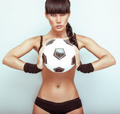 Photo Portrait of a hot young female holding a soccerball