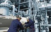Ropa a plyn inženýrství s stroje