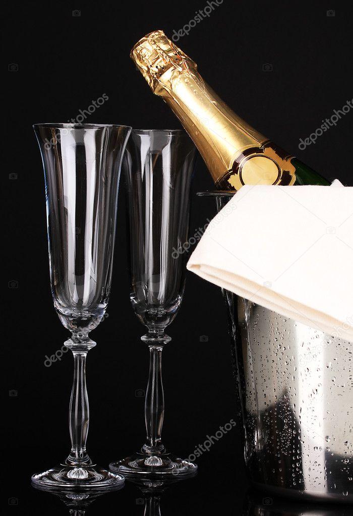 Просмотр видео разъеб очка бутылкой шампанского, брызги спермы крупным планом видео