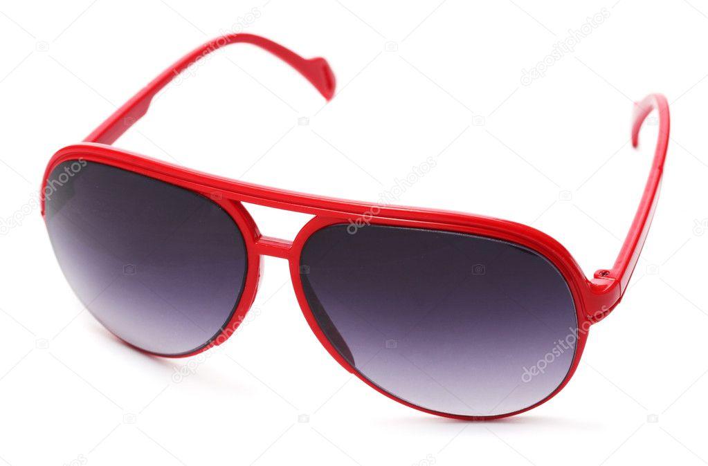 51a4ca8c4b Γυναίκες λαμπερό κόκκινο γυαλιά ηλίου που απομονώνονται σε λευκό– εικόνα  αρχείου