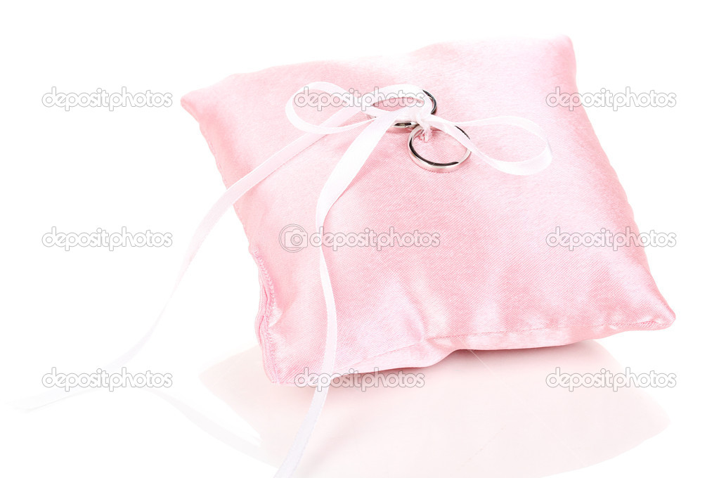Kussen Wit 12 : Trouwringen op satijnen kussen geïsoleerd op wit u2014 stockfoto