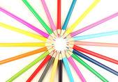 Barevné tužky izolované na bílém