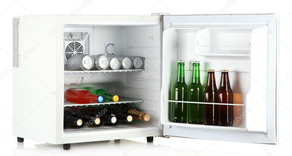 Mini Kühlschrank Für Eine Flasche : Mini kühlschrank voller flaschen alkoholische getränke isoliert