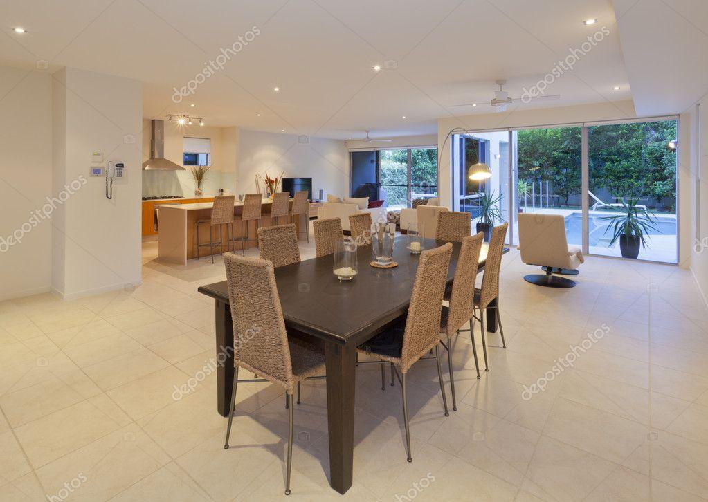 현대 집에 다 이닝 테이블 — 스톡 사진 © zstockphotos #10754973