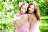 Twin ženy s vážkou