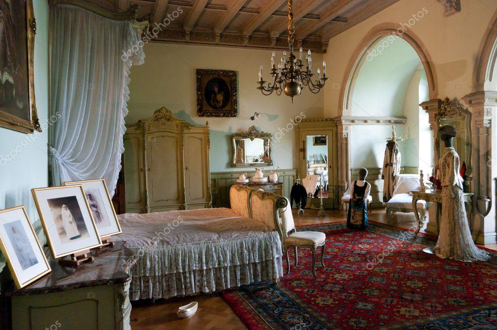Antike Schlafzimmer — Redaktionelles Stockfoto © hansenn #11064936