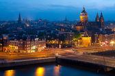 Noční pohled z Amsterdamu