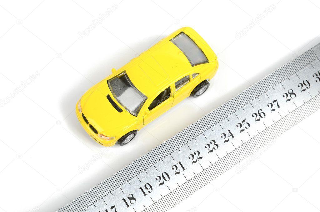 Stahl-Lineal und Spielzeug-Auto — Stockfoto © anaken2012 #12045333
