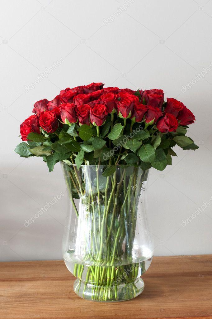Rozen In Vaas.Vaas Met Rode Rozen Stockfoto C Compuinfoto 11941527