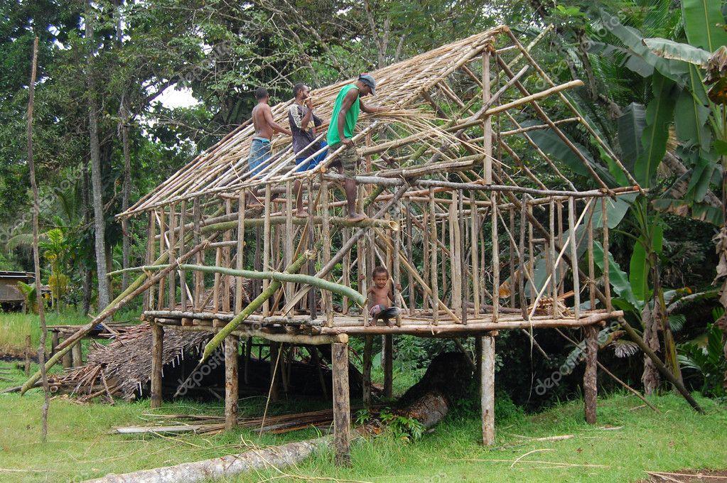 Iets Nieuws mannen bouwen het huis Papoea-Nieuw-guinea – Redactionele #CG13
