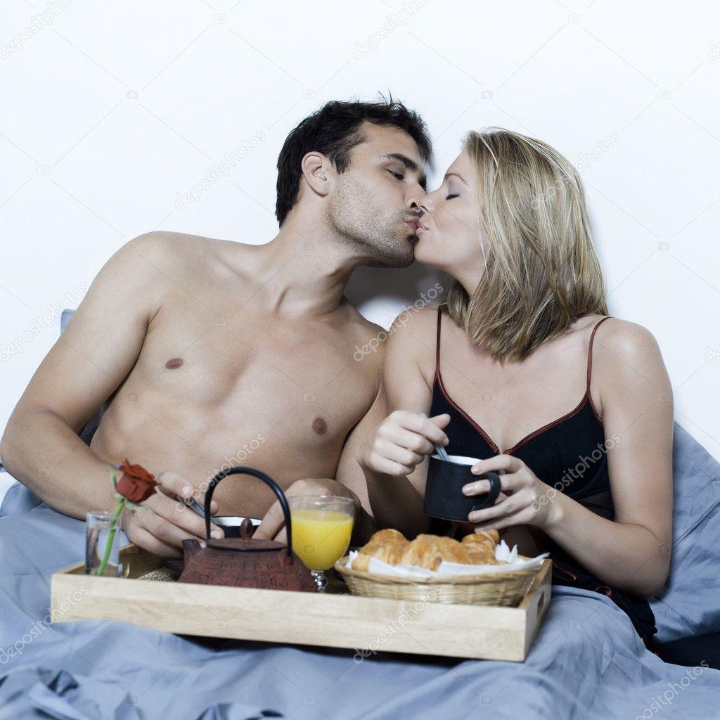 Утренний сексуальный завтрак молодых пар, струя сперма в рот подборка