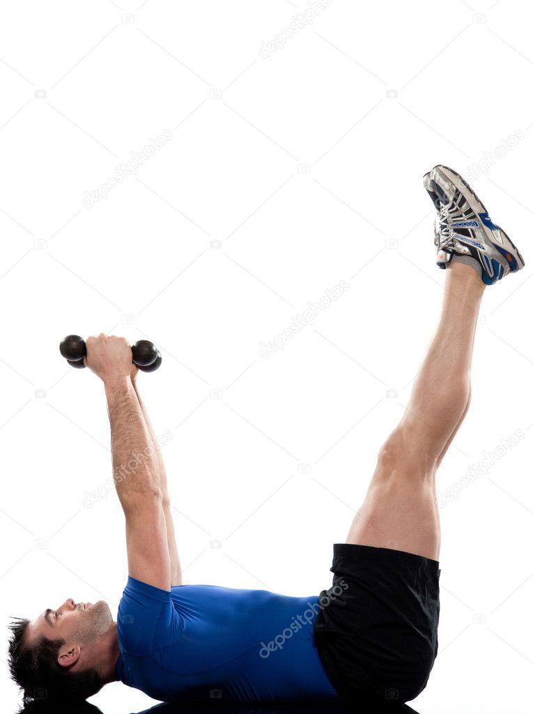 Hombre haciendo postura de ejercicios abdominales en fondo blanco aislado —  Foto de STYLEPICS 7c6cb882ce12