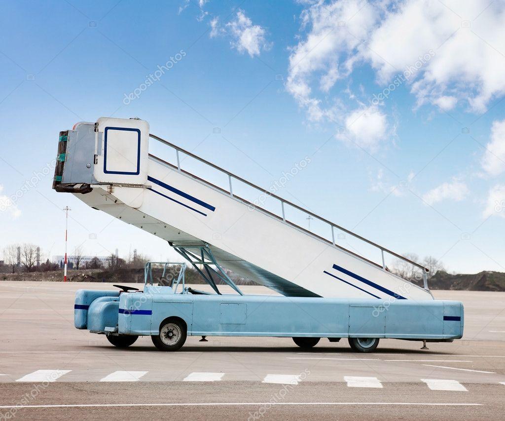 Картинка самолет на трап