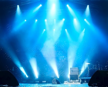 Bright rays of light on stage
